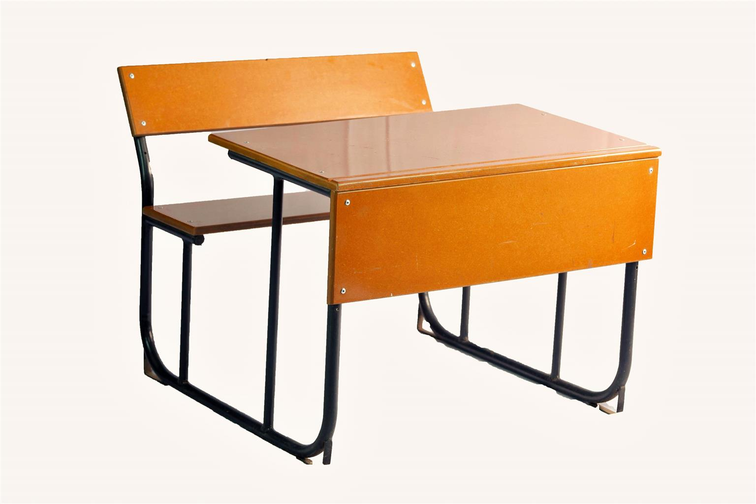 A glimpse into choosing appropriate school furniture and supplies