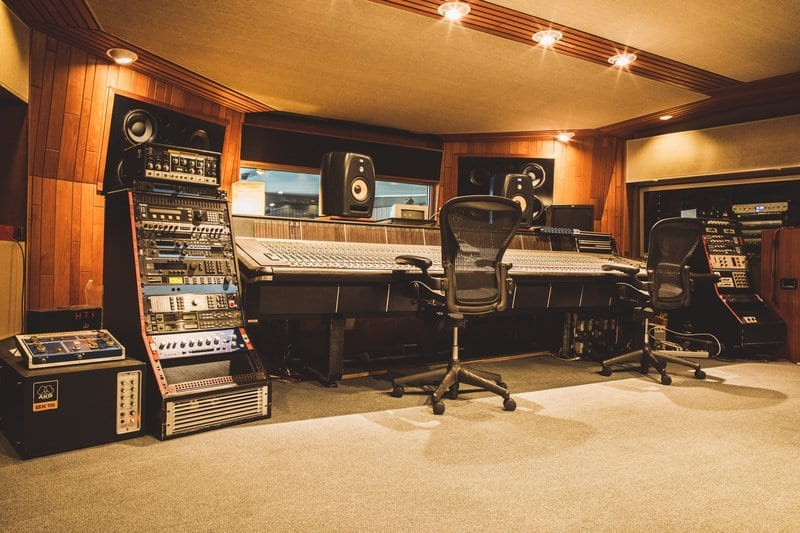 Hire the best music studio with these tips